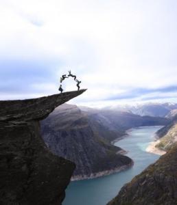 trolltunga-norway-acrobats
