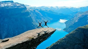 trolltunga-norway-starjumps